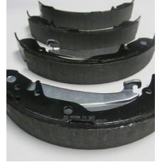 Колодки тормозные задние для VW Polo седан (CFNA, CFNB 1,6), BOSCH 0986487555